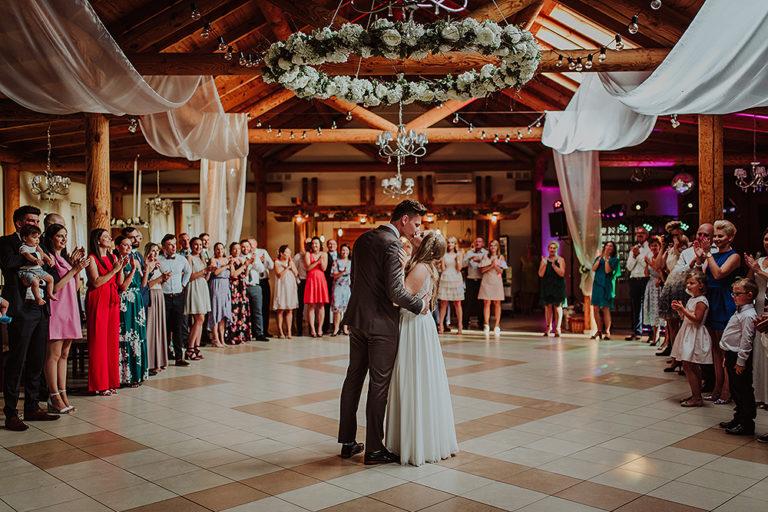 Ślub w Restauracji Zacisze – Sara + Rafał